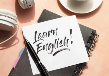 Imparare l'inglese in età matura: l'importanza dell'esperienza quotidiana